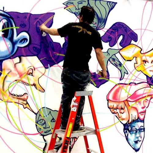 Chàng họa sĩ David Choe không thể ngờ rằng mình sẽ có trong tay khoảng 200 triệu USD sau khi Facebook hoàn tất việc IPO - Ảnh: Slashgear