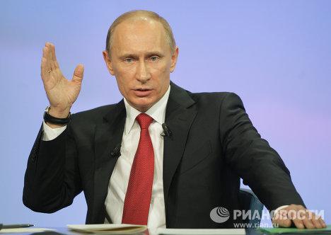 """Thủ tướng Nga trong cuộc giao lưu trực tuyến """"đường dây nóng""""."""