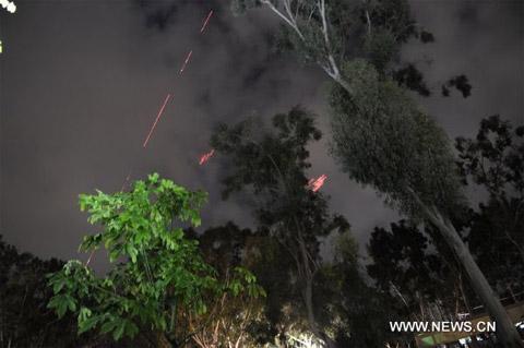 Cảnh giao tranh trên bầu trời Tripoli lúc 2h30 chiều nay (20/3 giờ địa phương). (Ảnh: THX)