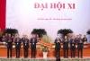 Đồng chí Lê Quốc Phong và các đồng chí Bí thư Trung ương Đoàn khóa X đón nhận lẵng hoa của đồng chí Tổng Bí thư Nguyễn Phú Trọng trao tặng. Ảnh Bảo Anh