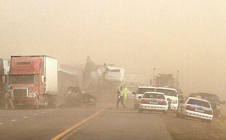 Các vụ tai nạn xảy ra dọc xa lộ số 10 gần Picacho - nằm giữa 2 thành phố Phoenix và Tucson - liên quan tới 22 ôtô.